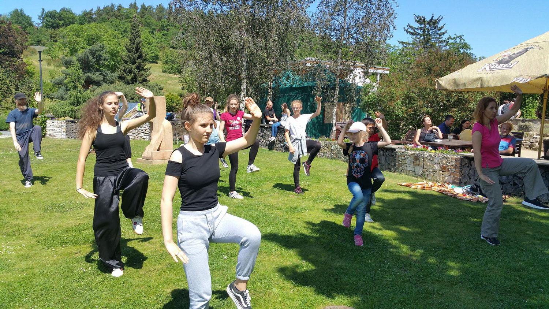 Společné cvičení dětí